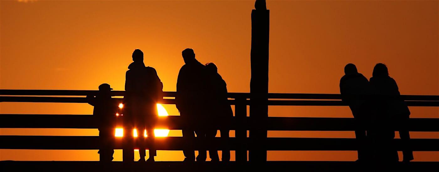 Ausbildung Familientherapie Familie im Sonnenuntergang